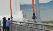 Treo cổ trên cầu Thuận Phước