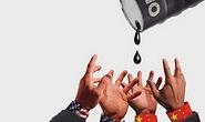 """Trung Quốc, """"ngư ông đắc lợi"""" cuộc chiến giá dầu"""