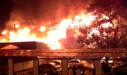 Hà Nội: Cháy nổ dữ dội quán bar, hàng trăm người hoảng loạn tháo chạy