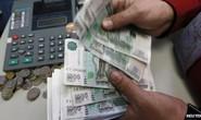 Đồng rúp tụt giá mạnh so với đồng USD và Euro