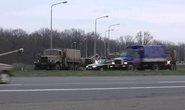 Ukraine đưa quân đội, xe bọc thép đến miền Đông