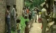 Ấn Độ: Cha con hãm hiếp bé gái rồi treo xác lên cây