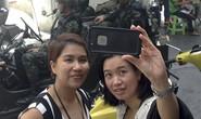 """Người Thái Lan tận dụng thiết quân luật để… chụp hình """"tự sướng"""""""