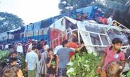 Tàu hỏa tông nát xe đi đám cưới, 11 người thiệt mạng