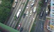 Hồng Kông: Hàng triệu USD rơi bất ngờ, người đi đường ùa ra hôi của