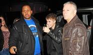 Vệ sĩ Justin Bieber bị bắt vì giật máy ảnh của nhiếp ảnh gia