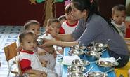 51,9% nữ công nhân tự học cách chăm sóc con