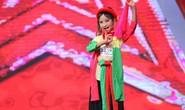 """Cậu bé 8 tuổi hóa """"Thị Mầu"""" đầy ấn tượng!"""