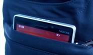 Điện thoại sạc không dây trong túi quần