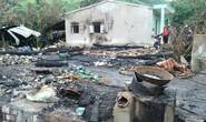 Sau 2 giờ chữa cháy, 4 nhà vẫn bị thiêu rụi