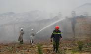 Bình Dương: Cháy lớn công ty gỗ trong mưa to