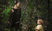 Hé lộ ảnh Angelina cùng con gái Vivienne Pitt trên phim