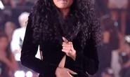 Nicki Minaj bị tụt khóa đầm trên sân khấu