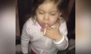 Sốc clip bé gái phì phèo thuốc lá