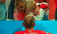 Con trai Robben khóc như mưa khi bố thua trận