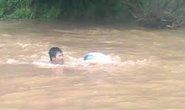 Lật thuyền, 2 mẹ con bị nước cuốn trôi
