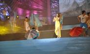 Tắc đường, Hồ Quỳnh Hương chạy bộ đến sô diễn tại Carnaval Hạ Long