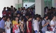 Tân sinh viên rồng rắn nhiều ngày chờ khám sức khỏe nhập học