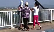 Nữ cảnh sát hóa trang giải cứu 1 phụ nữ định nhảy cầu tự tử