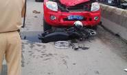 Xe chữa cháy húc văng xe máy, 2 người bị thương nặng
