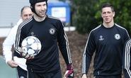 Thủ môn Cech có thể theo chân David Luiz đến PSG