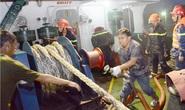 Tàu 3.000 tấn chở đầy nhựa đường cháy dữ dội cạnh kho xăng dầu