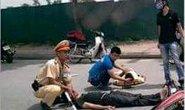 Thanh niên phóng nhanh, tông xe máy vào CSGT