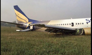 Trục trặc kỹ thuật, máy bay nổ lốp khi hạ cánh khẩn cấp