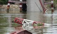 Sà lan tông sập cầu 7 năm tuổi ở Sài Gòn