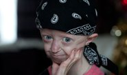 """Bé gái có khuôn mặt """"cụ bà 105"""" tuổi qua đời ở tuổi 17"""