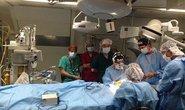 Mổ mắt miễn phí cho người nghèo trên bệnh viện bay