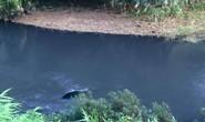 Nam thanh niên tử vong trong chiếc xe biển xanh dưới suối
