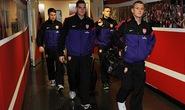 Người hâm mộ được đột nhập vào phòng thay đồ của Arsenal, Liverpool