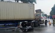 Chạy nhanh để tránh mưa, 2 thanh niên tông vào xe container