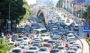 Hà Nội: Ùn tắc nghiêm trọng do xe tải để rơi đất xuống đường