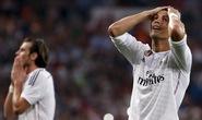 Sút hỏng phạt đền, Ronaldo sắp dâng cúp cho… Messi