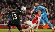 Arsenal chia tay ngôi á quân, Sunderland trụ hạng thành công