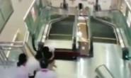 Bị thang máy nuốt chửng, mẹ vẫn cố cứu con