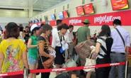 Khách xé rách áo nhân viên hàng không ở sân bay Nội Bài