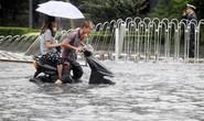 Bắc Kinh lóp ngóp trong mưa lũ