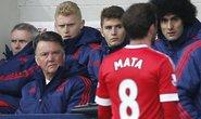 Thua trận, Van Gaal chỉ trích trọng tài và Mata