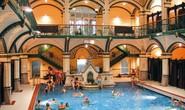 Đức: Người di cư quậy bồn tắm công cộng