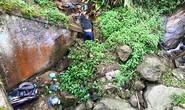 Phát hiện thi thể thanh niên cùng xe máy dưới suối