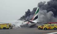 Hạ cánh khẩn cấp, máy bay bốc cháy trên đường băng