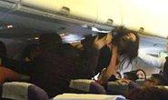 Xài điện thoại trên máy bay bị phạt 166 triệu đồng
