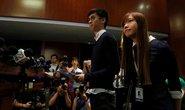 """Cấm cửa 2 nghị sĩ cầm biểu ngữ """"Hồng Kông không phải Trung Quốc"""""""