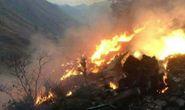 Máy bay Pakistan bốc cháy trước khi lao xuống