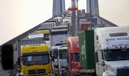 Tai nạn liên hoàn, cầu Phú Mỹ kẹt cứng
