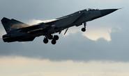 Chiến đấu cơ MiG-31 của Nga chặn máy bay trinh sát Mỹ
