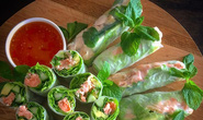 Mẹ đảm gốc Việt ở Úc gây sốt mạng xã hội bằng bữa tối Việt Nam